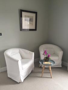 A seating area at Black Bull Gartmore
