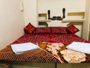 A bed or beds in a room at Hotel Kunjal Haveli