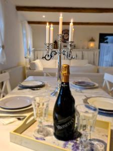 Reštaurácia alebo iné gastronomické zariadenie v ubytovaní Chalupka na prameni
