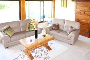 A seating area at Maison de 3 chambres a Cleyzieu avec magnifique vue sur la montagne et jardin amenage a 30 km des pistes