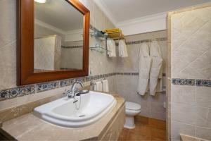 Ein Badezimmer in der Unterkunft Monnaber Nou Finca Hotel & Spa