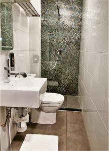 A bathroom at Hotel De Looier