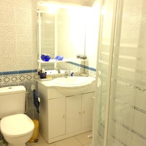 A bathroom at Villa with 5 bedrooms in Bourre with private pool enclosed garden and WiFi 4 km from the beach