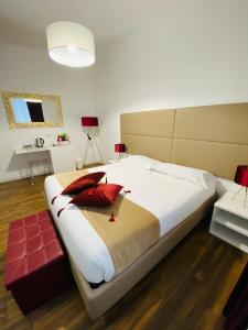 A bed or beds in a room at Mapi's Rooms