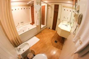 A bathroom at Elite Grande