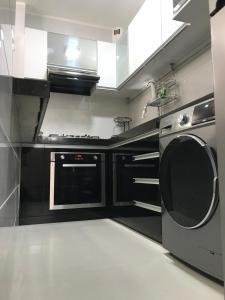A kitchen or kitchenette at ESPECTACULAR FLAT DE ESTRENO totalmente equipado