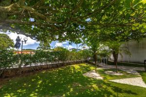A garden outside Hotel Porto Sol Ingleses