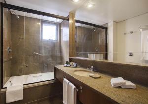 A bathroom at Windsor Plaza Brasília