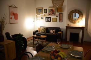 A seating area at 85 m2 centre ville 2 mn vieux Port au calme