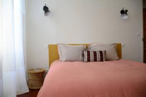 A bed or beds in a room at 85 m2 centre ville 2 mn vieux Port au calme