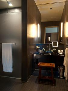 A kitchen or kitchenette at The Joule