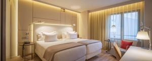 A bed or beds in a room at NH Collection Lisboa Liberdade