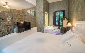 A television and/or entertainment center at El Rey Moro Hotel Boutique