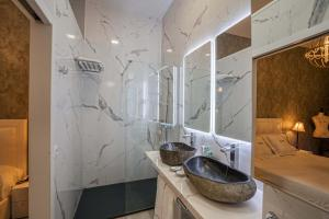 A bathroom at El Rey Moro Hotel Boutique