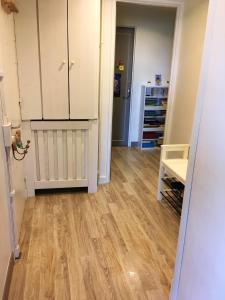 A kitchen or kitchenette at Studio a Deuil la Barre avec WiFi