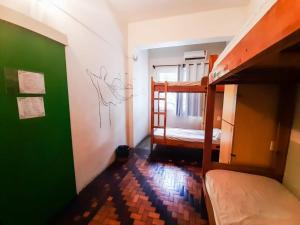 Ein Etagenbett oder Etagenbetten in einem Zimmer der Unterkunft Kaza Rio
