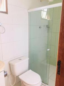 A bathroom at Flats Ponta do Sapê