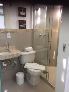 A bathroom at Hotel Areião