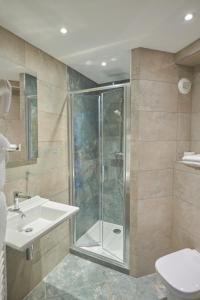A bathroom at Le Mariana