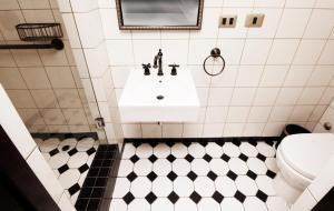 A bathroom at Hotel Boutique Castillo Rojo
