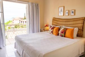 A bed or beds in a room at Bahiamarela Boutique Hotel & SPA