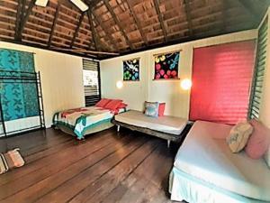 Cama ou camas em um quarto em MOOREA - Local Spirit 4
