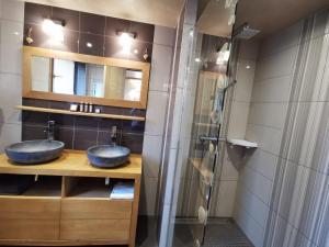 A bathroom at Chalet Emilie