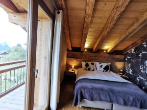 A bed or beds in a room at Chalet Emilie
