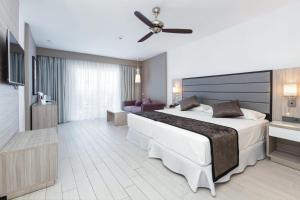 Un ou plusieurs lits dans un hébergement de l'établissement Hotel Riu Palace Tenerife