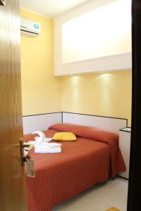 A bed or beds in a room at Hotel Lugano
