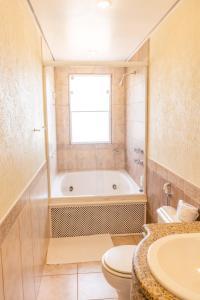 A bathroom at Bahiamarela Boutique Hotel & SPA