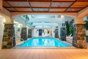 The swimming pool at or near The Rundlestone Lodge