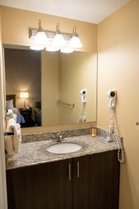 A bathroom at Irwin's Mountain Inn