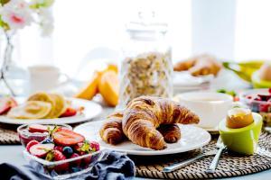 Сніданок для гостей Avani Palm View Dubai Hotel & Suites
