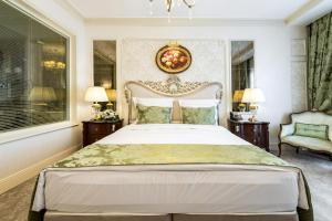 A bed or beds in a room at Rixos Khadisha Shymkent