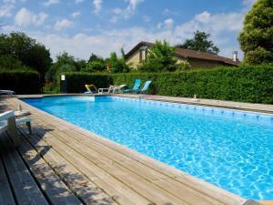 Piscine de l'établissement Appartement d'une chambre a Blaignac avec piscine partagee jardin amenage et WiFi ou située à proximité