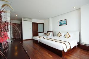 Giường trong phòng chung tại Hoang Linh Hotel