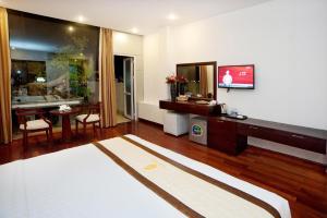 TV/trung tâm giải trí tại Hoang Linh Hotel
