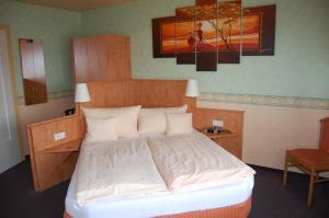 Ein Bett oder Betten in einem Zimmer der Unterkunft Landgasthof Jägerstübchen