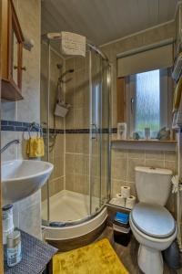 A bathroom at Pitfaranne Guest House