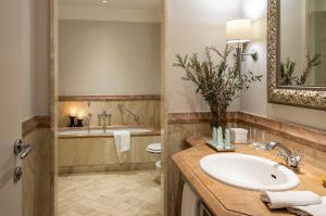 A bathroom at Terme di Saturnia Natural Spa & Golf Resort - The Leading Hotels of the World