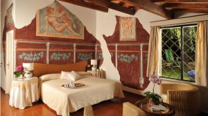 A bed or beds in a room at Hotel Villa Clementina