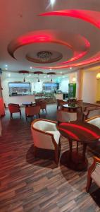 O lounge ou bar de Elite Resorts Inn