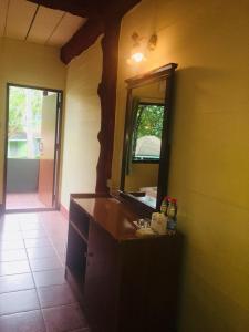 A bathroom at Koh Ngai Resort