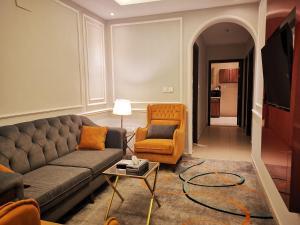 Uma área de estar em رسيس بارك للأجنحة الفندقية