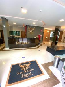 O saguão ou recepção de Hotel San Rafain