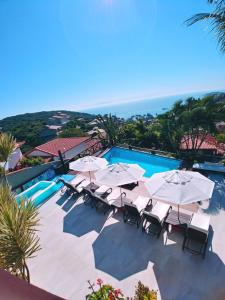 A view of the pool at Pousada Vila do Sol or nearby