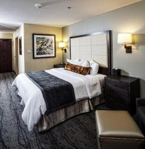 A bed or beds in a room at CopperLeaf Boutique Hotel & Spa; BW Premier Collection