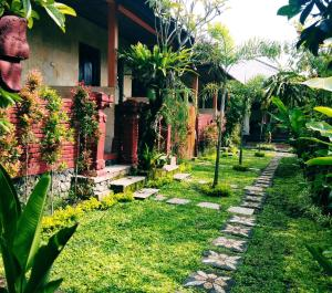 Сад в Volcano guest house and warung