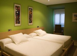 A bed or beds in a room at Hospedium Cañitas Suites